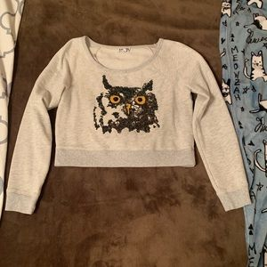 Owl design express cropped sweater!